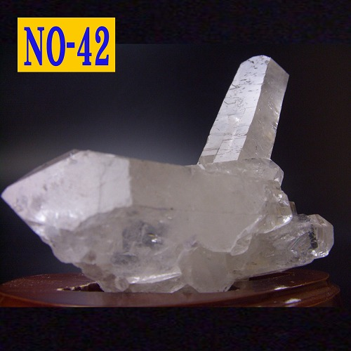 【42】【送料無料】天然水晶 クラスター(原石)台座付約352グラム ブラジル産 クリスタル/浄化/天然石/パワーストーン/風水グッズの置物