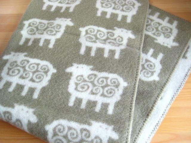 クリッパン ひつじ Klippan FAR Sheep ウール ブランケット ハーフ ベージュキャンプ グランピング 北欧雑貨 北欧 出産祝い おしゃれ 誕生日 プレゼント ギフト お祝い ひざかけ