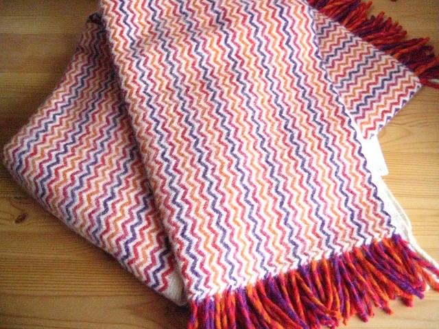 送料無料 クリッパン モザイク Klippan Mosaik ウール スローケット マゼンタキャンプ グランピング 北欧雑貨 北欧 ひざかけ おしゃれ 誕生日 プレゼント ギフト ブランケット お祝い