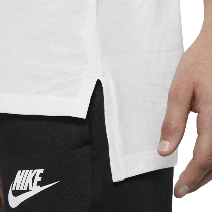 c30e4f91 The Nike sportswear T-shirt uses a cotton material. Comfortable comfort  lasts all day.