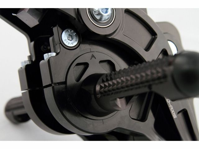 ドリブン GSX-R600 GSX-R750 バックステップ関連パーツ D-Axis バックステップ Suzuki GSX R600/750 2006-2010(ステップタイプ:ストリート、エキセントリックカラー:レッド) ストリート ブラック