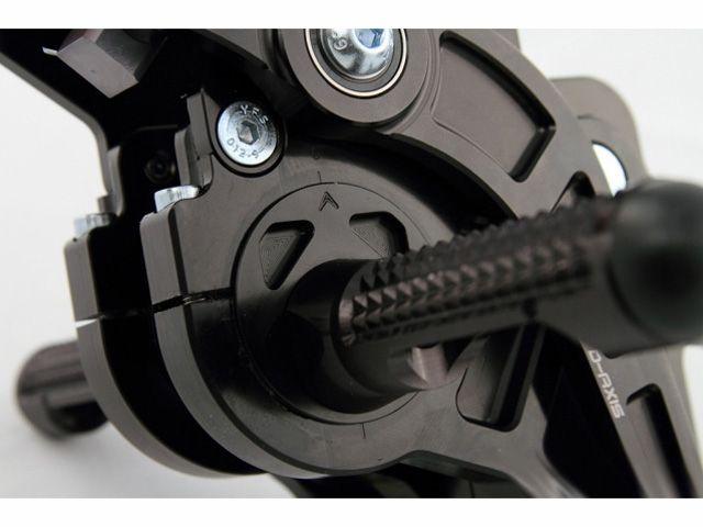 ドリブン GSX-R600 GSX-R750 バックステップ関連パーツ D-Axis バックステップ Suzuki GSX R600/750 2006-2010(ステップタイプ:ストリート、エキセントリックカラー:レッド) GPスタイル シルバー