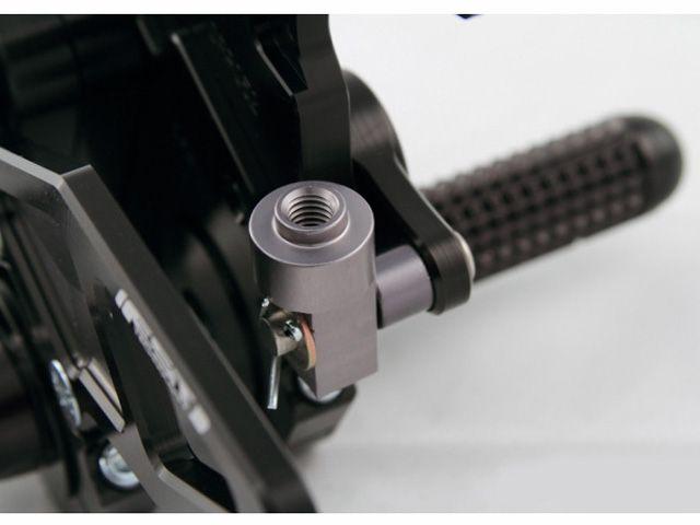ドリブン YZF-R1 バックステップ関連パーツ D-Axis バックステップ Yamaha R1 2009-2011(ステップタイプ:ストリート、エキセントリックカラー:レッド) ストリート シルバー