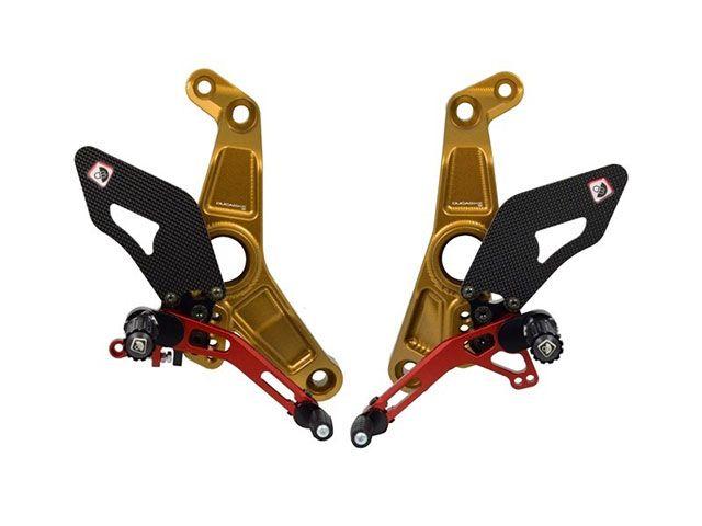 送料無料 ドゥカバイク モンスター1200R バックステップ関連パーツ MONSTER 1200 R 用 パイロットアジャスタブルバックステップ ゴールド/レッド