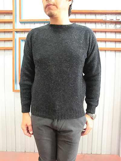 4407c20552 Shetland sweater made in Harley of Scotland (Harley of Scotland) CREW NECK  PULLOVER NO SHAGGY CHRACOAL charcoal Scotland