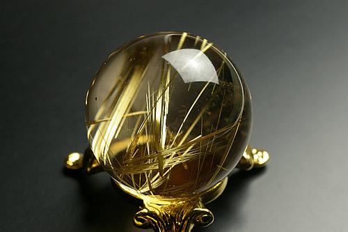 最高級品タイチンルチル水晶丸玉37mm