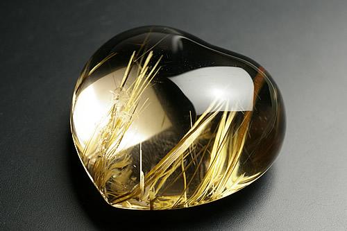 最高級品タイチンルチル水晶ハートタンブル