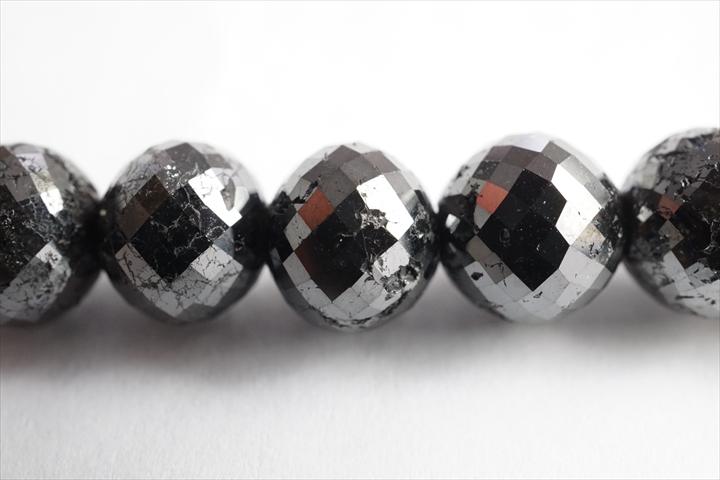 超レア品!特大8mmブラックダイヤモンドラウンドカット粒売りビーズ 1.0mmのシリコンゴムが通ります!