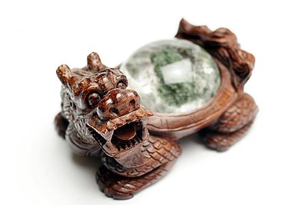 ロングイ(龍亀)彫刻