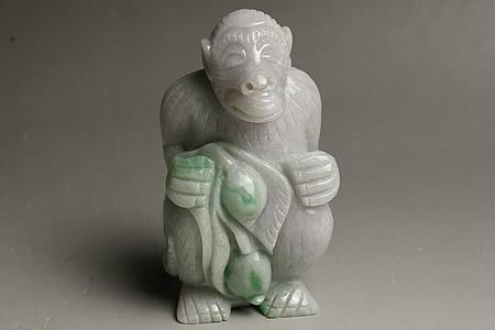 大きいバイカラーヒスイ彫刻 申 ミャンマー産