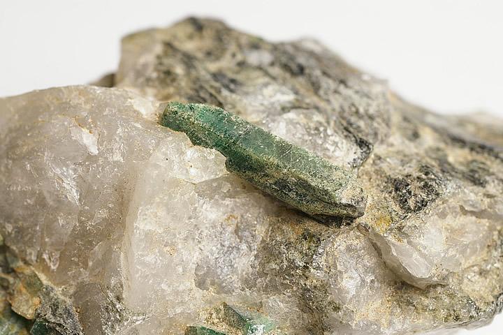 エメラルド原石 母岩付