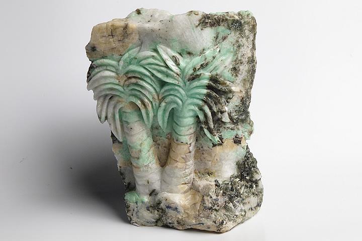 ザンビア産エメラルド彫刻品 ヤシ彫刻
