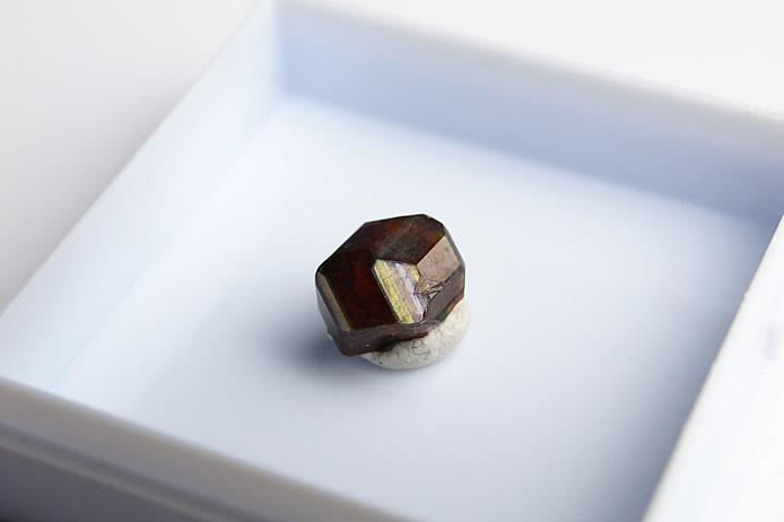 奈良県天川村産 レインボーガーネット単結晶