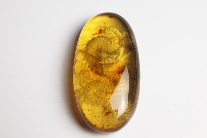 ドミニカ産 ブルーアンバー龍彫刻