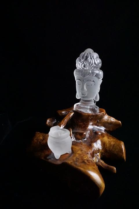 最高グレード水晶 観音 顔 彫刻品