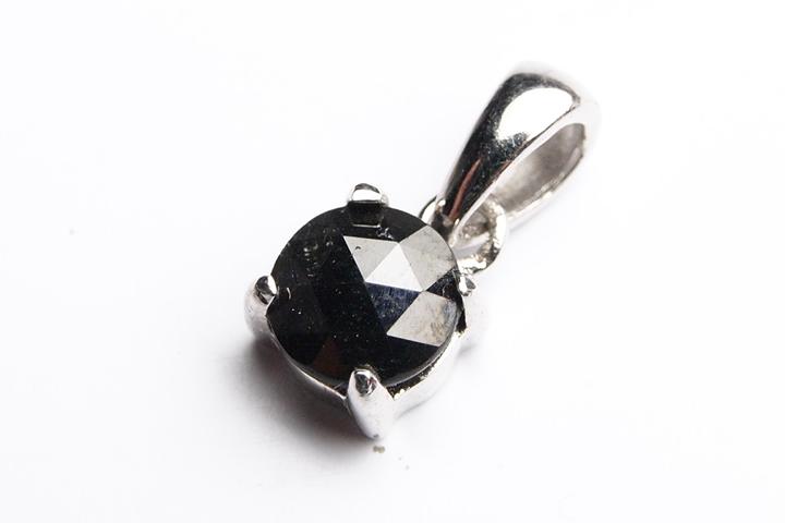 決算記念品ブラックダイヤモンドカットペンダントトップ 0.65ct