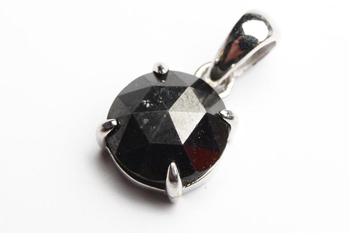 決算記念品ブラックダイヤモンドカットペンダントトップ 2.5ct