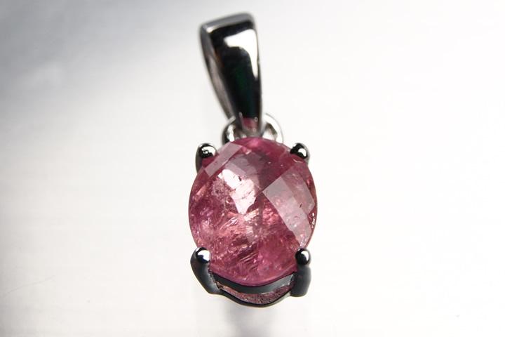 ピンクスピネル宝石質グレードペンダント 南アフリカ産