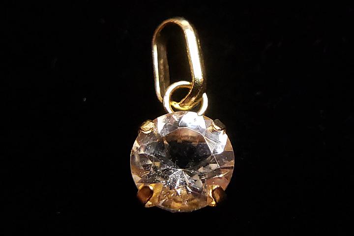 宝石質k18モルガナイトカットペンダントトップ      トップ部分:0.5×0.5×0.3cm
