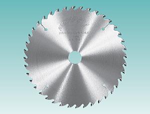 【送料無料】兼房(カネフサ) 薄鋸 ヴァイニッヒ式モルダーギャング用薄鋸 外径(D)203x刃厚(T1)1.8x本体厚 (T2)1.3x穴径(d)40x歯数(Z)30 ボスなし キーなし 刃形C-BC20 製品コードN0.675-6029-461 1枚【代引不可商品】