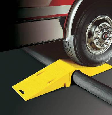 [ケーブルカバー]【送料無料】CHECKERS社 CHECKERS ホースブリッジ 大径用 タイヤ片輪のみ耐荷重 8,981KG UHB3035 1本【486-5910】