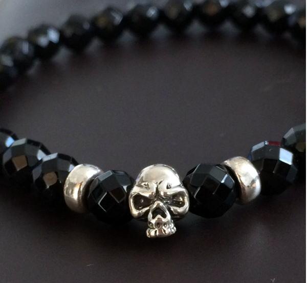 Hard striking bracelet, along with nice. Rock, punk series, various fashion. Size: 6 mm, Onyx skull 8 mm, diameter 16.5 cm