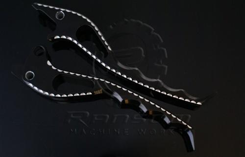 ランソムマシンワークス(Ransom Machine Works)Hayabuse パイソンレバースカル,コントラストカットHayabusa Python Levers with Scales (Black Anodized Contrast Cut)