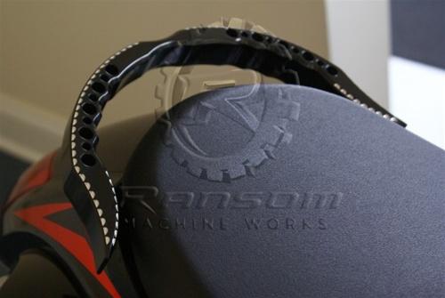 ランソムマシンワークス(Ransom Machine Works)08'-UP GSX-1300R グラブバー,スカル・コントラストカットHayabusa Grab Bar with Scales (Black Anodized Contrast Cut)