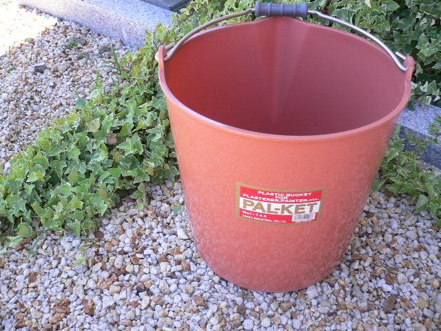 柔らかい材質で丈夫で割れにくい園芸用バケツ 与え 大人気 パルケット プラ製バケツPAL-KET14L