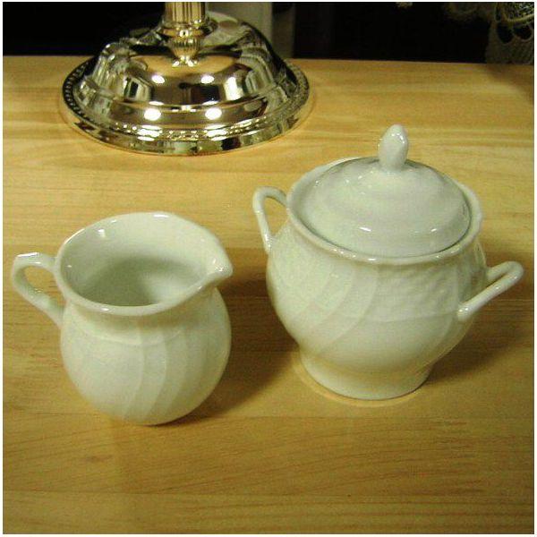 餐具陶器白色的砂糖(H10,5cm)&奶油攪打機(H6,5cm)安排