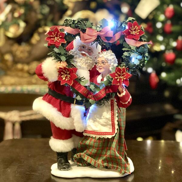 クリスマス オーナメント サンタクロース フィギュア Mr. & Mrs. Claus 人形 置物 ハート型のリース Evergreen Love / Lighted Wreath 高さ31cm 送料無料