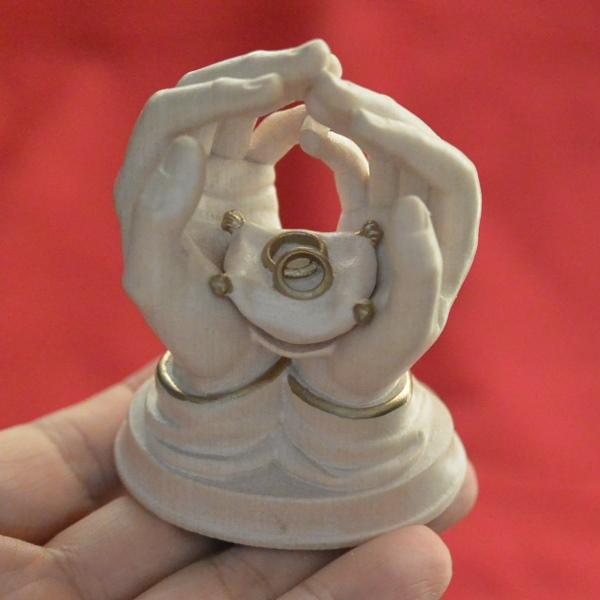 イタリア BERNARDI社 木彫りフィギュア Hands with Rings 高さ8cm  送料無料
