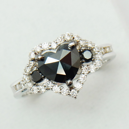【新品】ハートモチーフ ブラックダイヤモンド0.84ct ダイヤモンド0.42ct K18WGリング