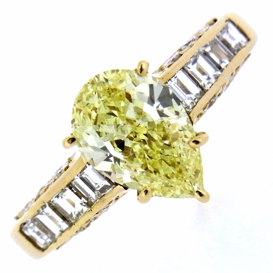 大粒1.558ct ファンシーイエローダイヤモンド ペアーシェイプ 豪華メレダイヤ0.67ct K18YGリング【中古】【グレード付】