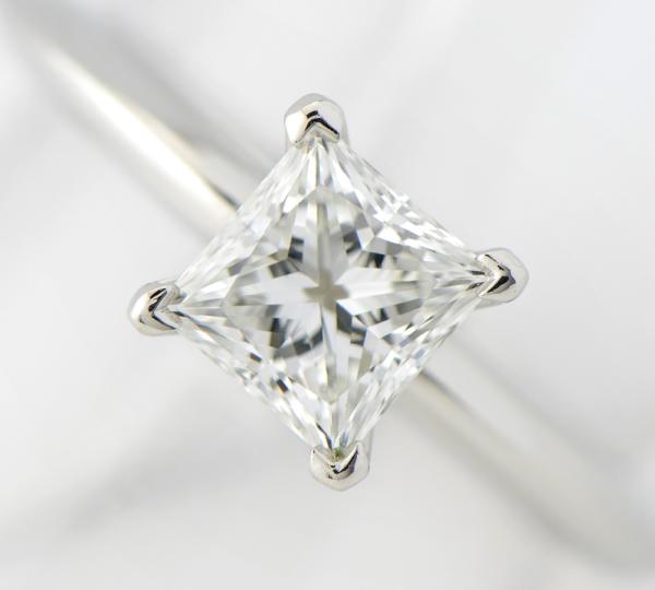 ティファニー ソリティア プリンセス ダイヤモンド0.70ct F-VS2-EX リング プラチナ【中古】(2200000199966)