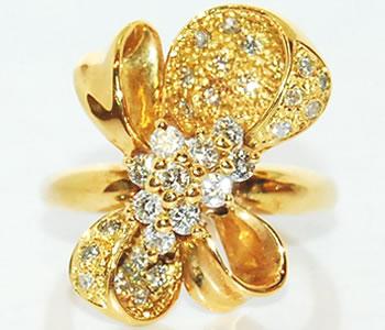 ダイヤモンド-0.52ct リボン型 K18 デザインリング 指輪 サイズ8.5号 【店頭受取対応商品】