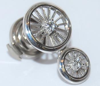 【送料無料】K18WG ダイヤモンド 車輪/ホイール デザイン オリジナル ラペルピン/ピンバッジ