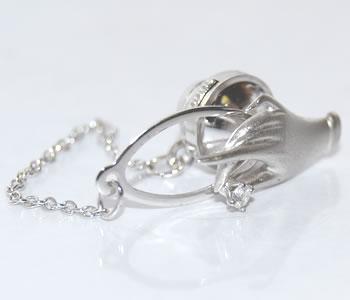 【送料無料】K14WG ダイヤモンド 女性の手 デザインピンバッジ