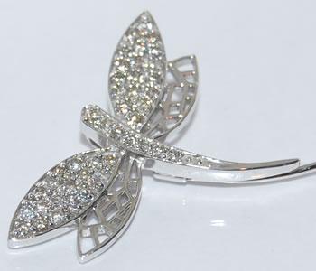ダイヤモンド-0.50ct トンボデザイン K18WG/K14WG ピンブローチ スカーフ留め 【店頭受取対応商品】