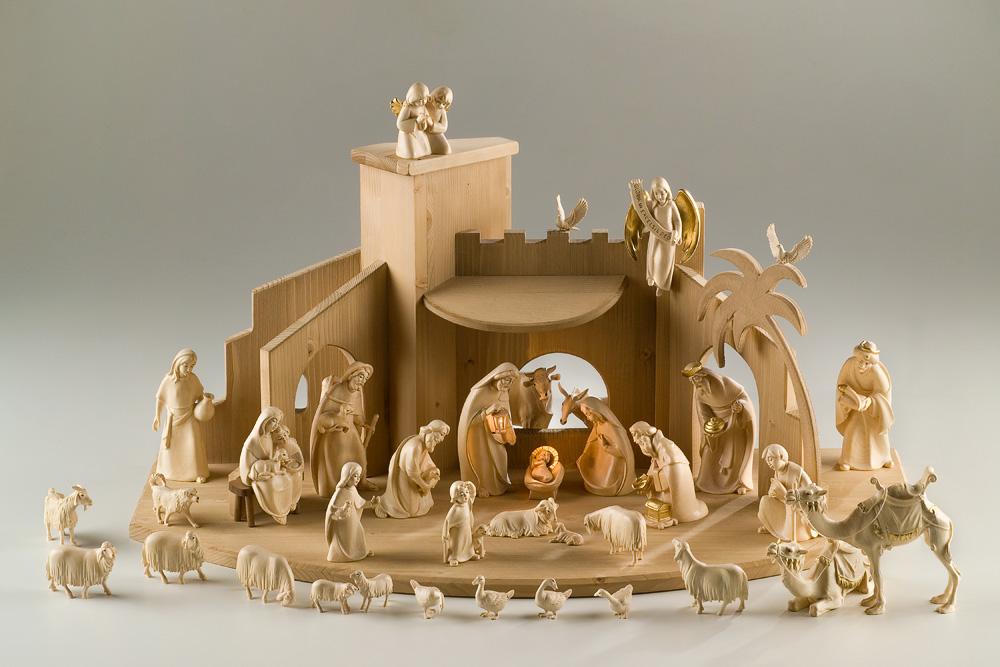 《レーピ》欧州教会使用創業100年木彫りブランド木彫り クリスマス人形キリスト降誕セット(プレゼピオ)『 グロリア 』シリーズ人形:12cm 38体ニス仕上げ(一部手彩色) 台小屋付き【イタリア】