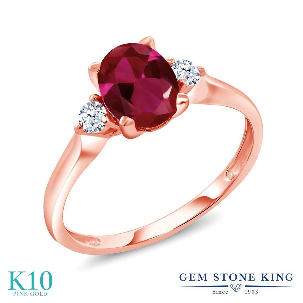 【10%OFF】 Gem Stone King 1.6カラット 合成ルビー 合成ホワイトサファイア (ダイヤのような無色透明) 指輪 リング レディース 10金 ピンクゴールド K10 大粒 シンプル スリーストーン クリスマスプレゼント 女性 彼女 妻 誕生日
