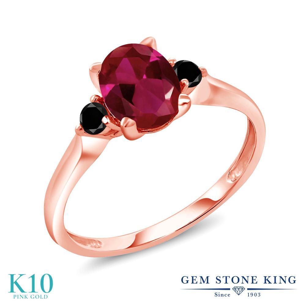 Gem Stone King 1.63カラット 合成ルビー 天然ブラックダイヤモンド 10金 ピンクゴールド(K10) 指輪 リング レディース 大粒 シンプル スリーストーン 金属アレルギー対応 誕生日プレゼント