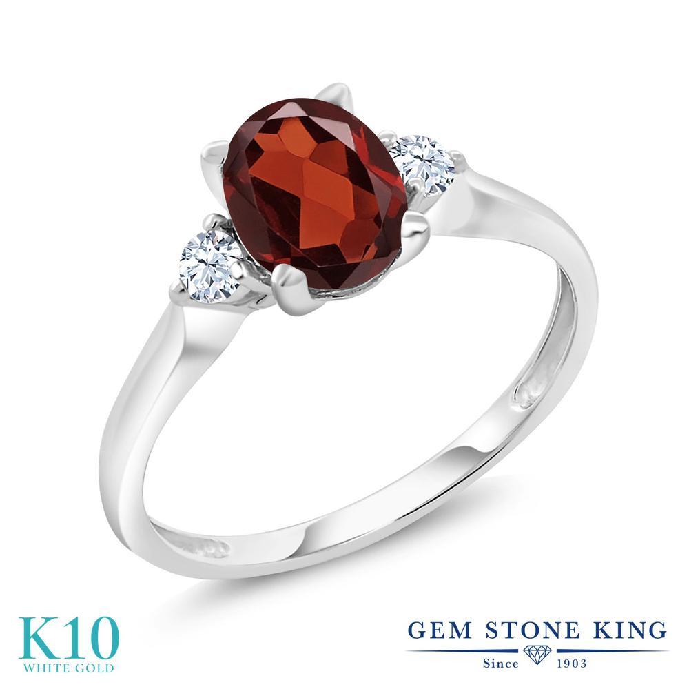 【10%OFF】 Gem Stone King 1.6カラット 天然 ガーネット 合成ホワイトサファイア (ダイヤのような無色透明) 指輪 リング レディース 10金 ホワイトゴールド K10 大粒 シンプル スリーストーン 天然石 1月 誕生石 クリスマスプレゼント 女性 彼女 妻 誕生日