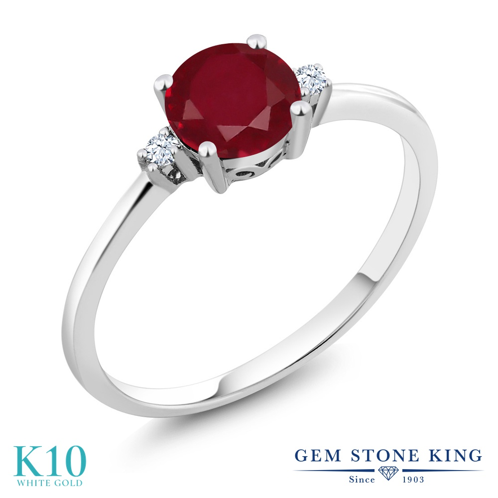 Gem Stone King 1.03カラット 天然 ルビー 合成ホワイトサファイア (ダイヤのような無色透明) 10金 ホワイトゴールド(K10) 指輪 リング レディース 大粒 一粒 シンプル ソリティア 天然石 7月 誕生石 金属アレルギー対応 婚約指輪 エンゲージリング