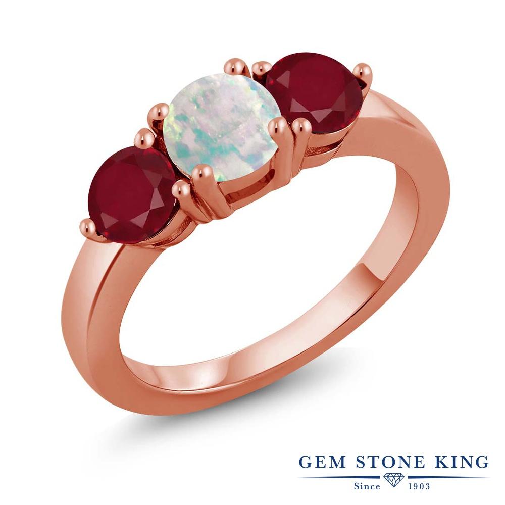 Gem Stone King 1.77カラット シミュレイテッド ホワイトオパール 天然 ルビー シルバー925 ピンクゴールドコーティング 指輪 リング レディース シンプル スリーストーン 10月 誕生石 金属アレルギー対応 誕生日プレゼント