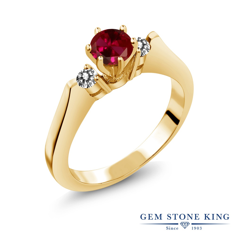 Gem Stone King 0.73カラット 合成ルビー 天然 ダイヤモンド シルバー925 イエローゴールドコーティング 指輪 リング レディース スリーストーン シンプル 金属アレルギー対応 誕生日プレゼント