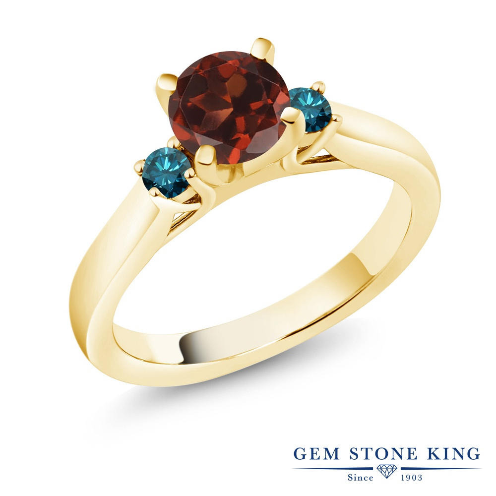 Gem Stone King 1.2カラット 天然 ガーネット 天然 ブルーダイヤモンド シルバー925 イエローゴールドコーティング 指輪 リング レディース 大粒 スリーストーン シンプル 天然石 1月 誕生石 金属アレルギー対応 誕生日プレゼント