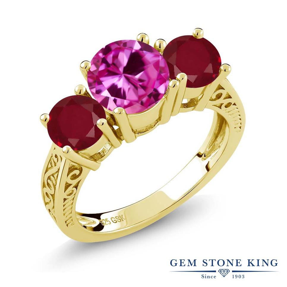 Gem Stone King 2.76カラット 合成ピンクサファイア 天然 ルビー シルバー925 イエローゴールドコーティング 指輪 リング レディース 大粒 スリーストーン シンプル 金属アレルギー対応 誕生日プレゼント