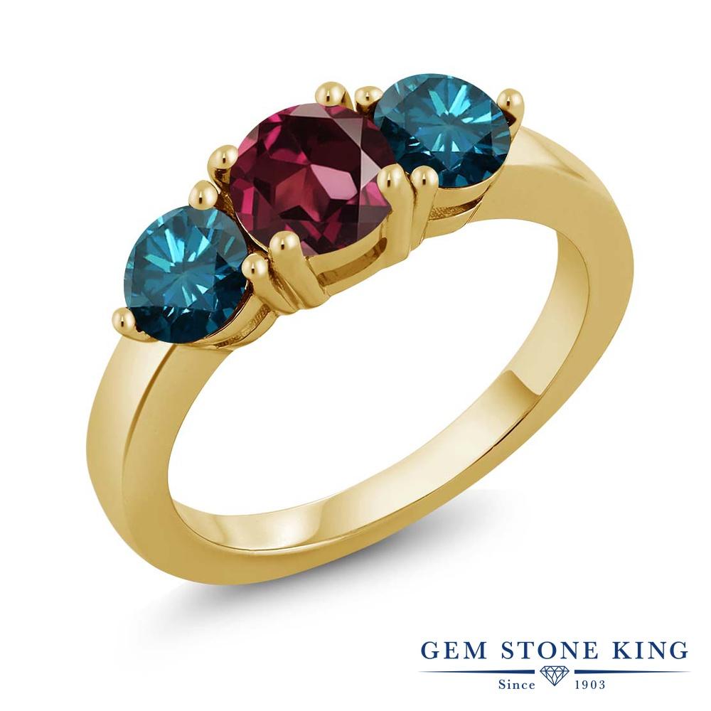 Gem Stone King 2.10カラット 天然ロードライトガーネット シルバー 925 イエローゴールドコーティング 天然ブルーダイヤモンド 指輪 リング レディース 大粒 シンプル スリーストーン 天然石 金属アレルギー対応 誕生日プレゼント