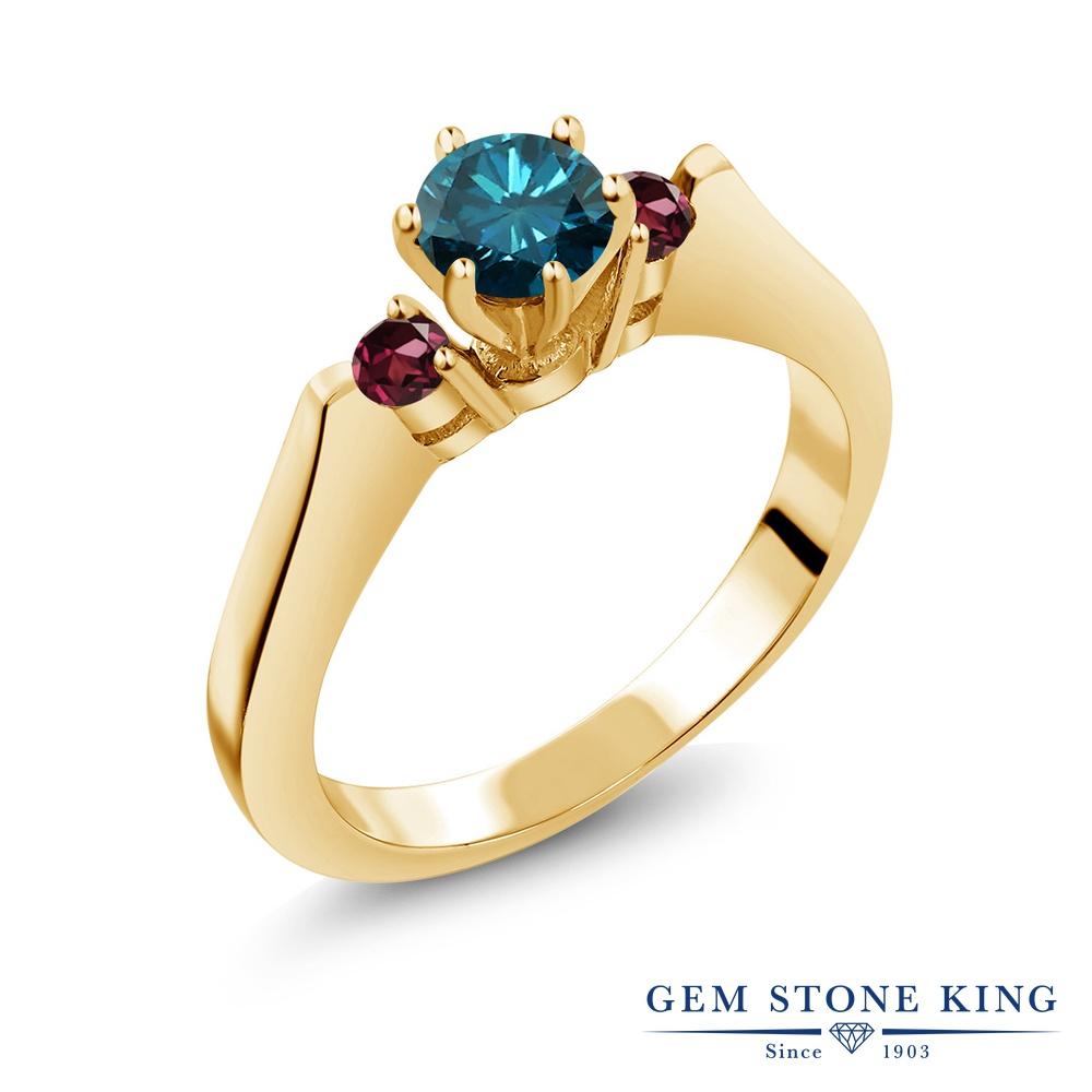 Gem Stone King 0.73カラット 天然ブルーダイヤモンド 天然ロードライトガーネット シルバー 925 イエローゴールドコーティング 指輪 リング レディース スリーストーン シンプル 天然石 誕生石 金属アレルギー対応 誕生日プレゼント